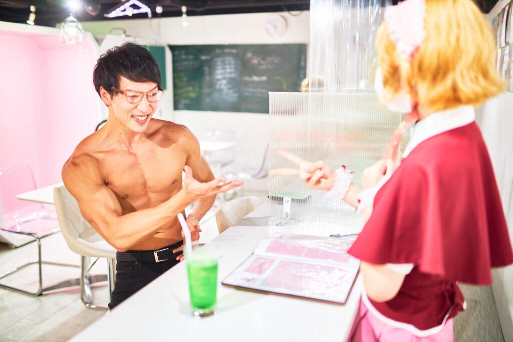 【メイド喫茶のマッチョ】メイドとのじゃんけんに全く勝てないマッチョ/reference photo for drawing muscle/maid cafe@フリー素材 筋肉