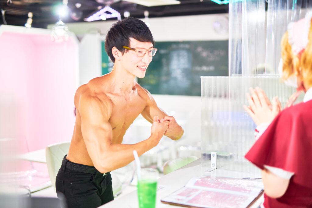 【メイド喫茶のマッチョ】メイドに褒められすぐ調子に乗るマッチョ(モストマスキュラー)reference photo for drawing muscle/maid cafe@フリー素材 筋肉