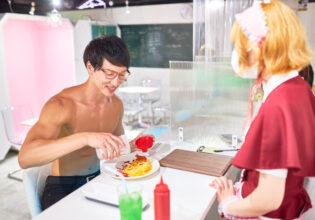 【メイド喫茶のマッチョ】オムライスにプロテインをかけるマッチョ/reference photo for drawing muscle/maid cafe@フリー素材 筋肉