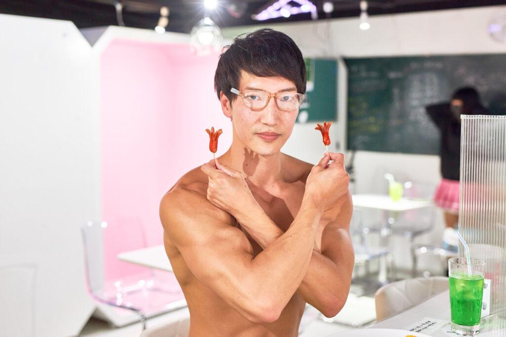 タコさんウィンナーとマッチョ/【メイド喫茶のマッチョ】reference photo for drawing muscle/maid cafe@フリー素材 筋肉