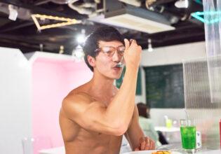 【メイド喫茶のマッチョ】オムライスを食べるマッチョ/reference photo for drawing muscle/maid cafe@フリー素材 筋肉