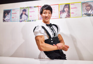 【メイド喫茶のマッチョ】お帰りなさいませご主人様(サイドチェスト)reference photo for drawing maid macho/maid cafe@マッチョメイド