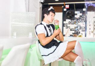 【メイド喫茶のマッチョ】休憩中のマッチョメイド/reference photo for drawing maid macho/maid cafe@フリー素材 メイド