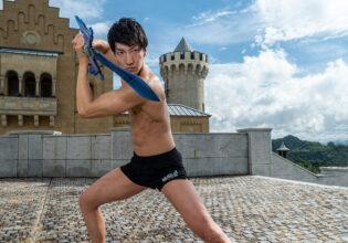 中ボス相手に聖剣を構えるマッチョ reference photo get isekaid@フリー素材 筋肉